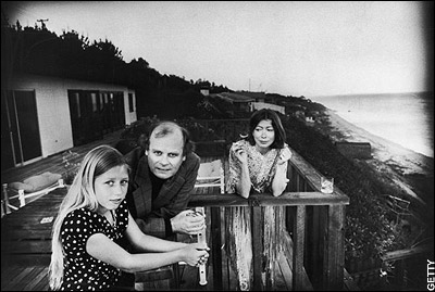 Joan with her husband, the novelist John Gregory Dunne, and their daughter Quintana Roo in Malibu, California, in 1976. Via The Telegraph.
